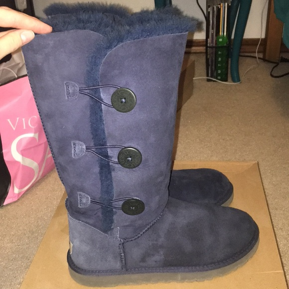 Navy blue triple bailey button uggs